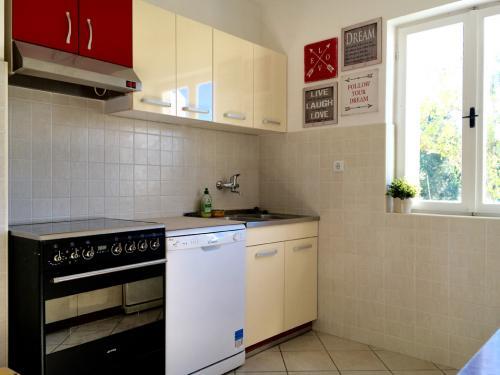kuparic-kuhinja-i-trpezarija-dole-2