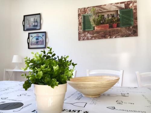 kuparic-kuhinja-i-trpezarija-dole-6-detalj-stola